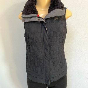 Nike Quilted zip Puffer Vest W Faux Fur collar
